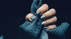 Branco com Esmaltes e QR Code para Manicure