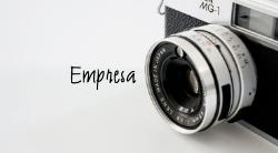 Cinza e Branco com Câmera Fotográfica