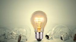Amarelo Ouro com Lâmpada para Eletricista